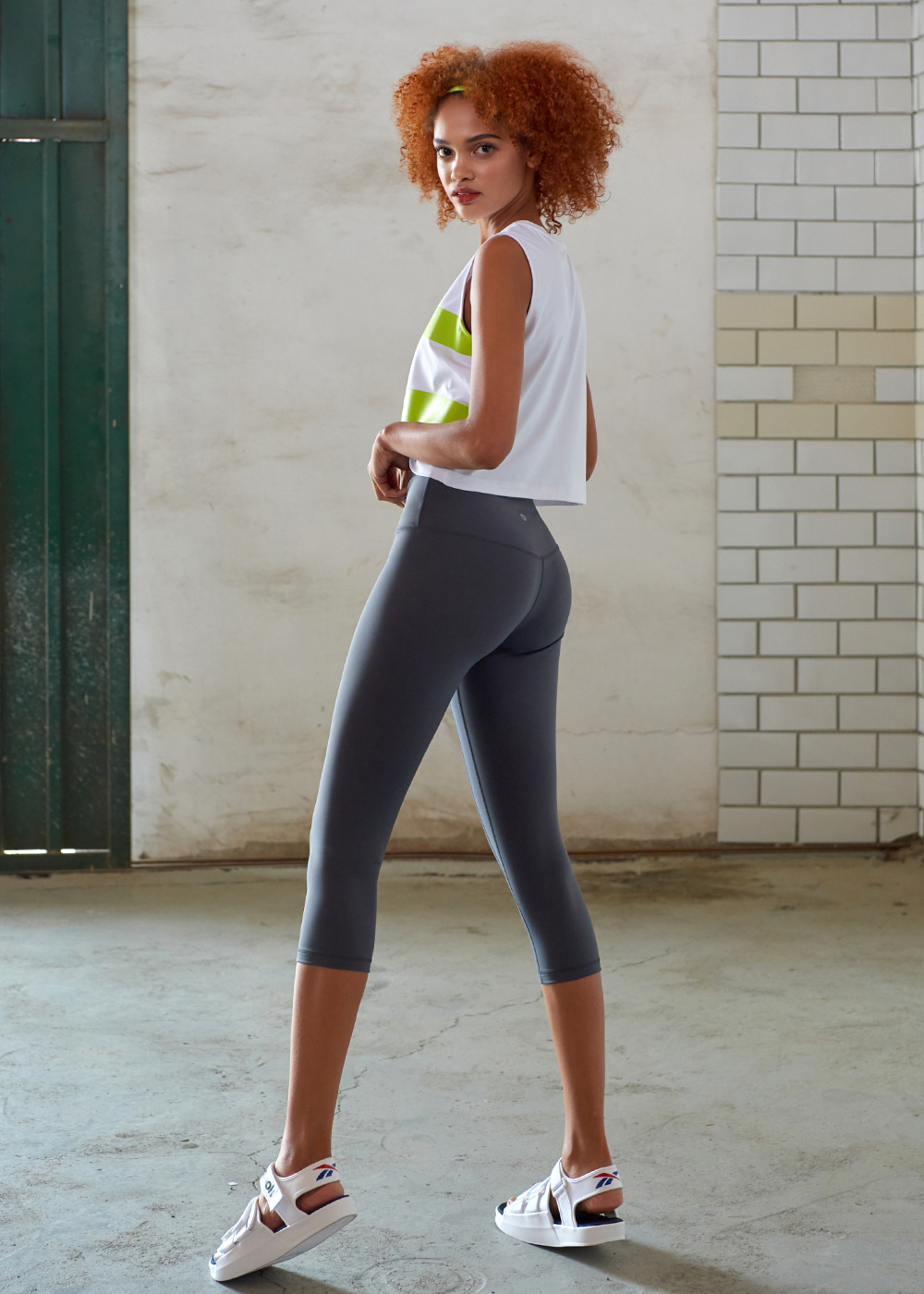 [MSBL01_04CH] BODY MOTION CAPRIS LEGGINGS